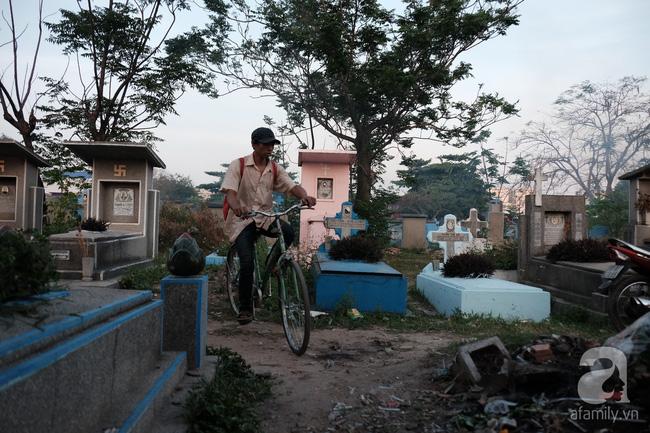 """Người đàn bà bất hạnh """"sinh bảy chết năm"""", sống ở nghĩa trang 21 năm trời ngay giữa Sài Gòn 14"""