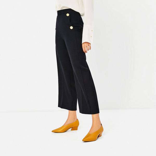 Đâu cần phải quá cầu kỳ hay sang chảnh, giày V-line đơn giản lại là thiết kế khiến nàng công sở không thể làm ngơ - Ảnh 9.