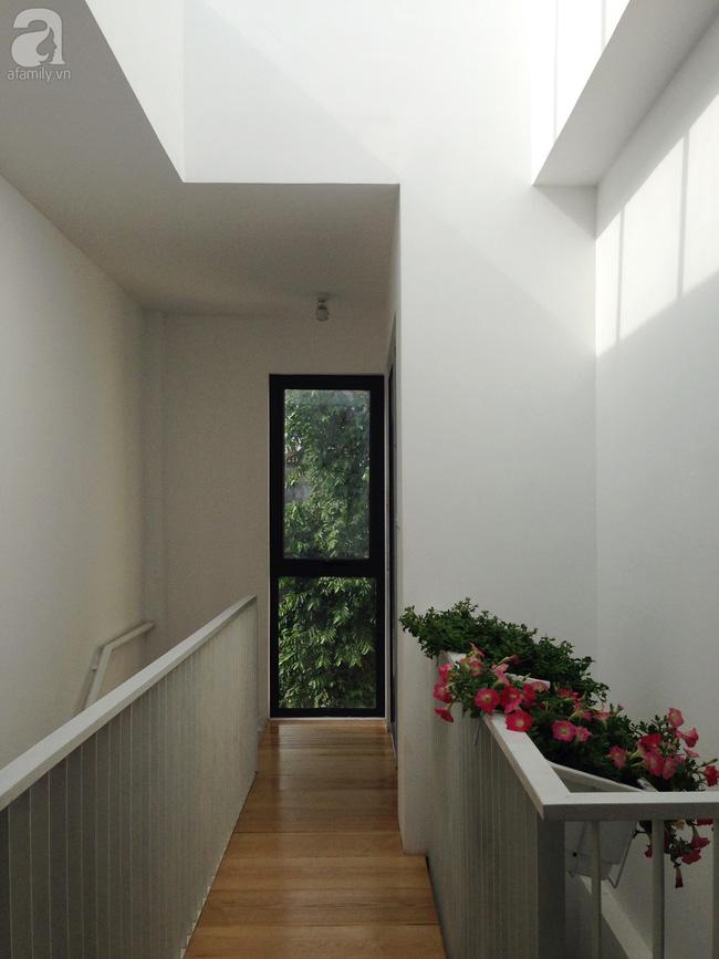 Ngôi nhà 27m² ở Hà Nội: Từ chiếc hộp đóng kín thành tổ ấm thoáng, xanh, đầy cảm hứng của vợ chồng trẻ - Ảnh 16.