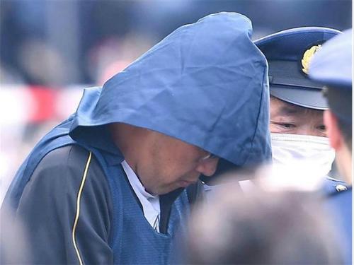 Phát hiện nhiều sợi tóc và dấu vân tay lạ trong hai chiếc xe ô tô của nghi phạm sát hại bé gái Việt - Ảnh 2.