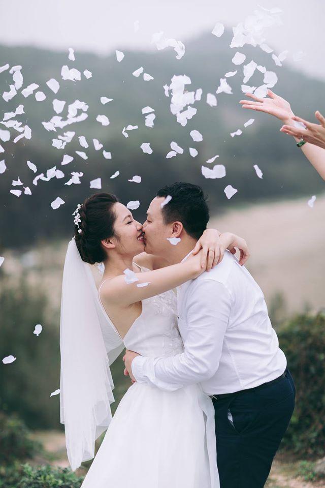 Phát sốt với 100 năm đám cưới Việt Nam, bộ ảnh cưới độc đáo của của cô dâu chú rể yêu những gì hoài cổ - Ảnh 1.