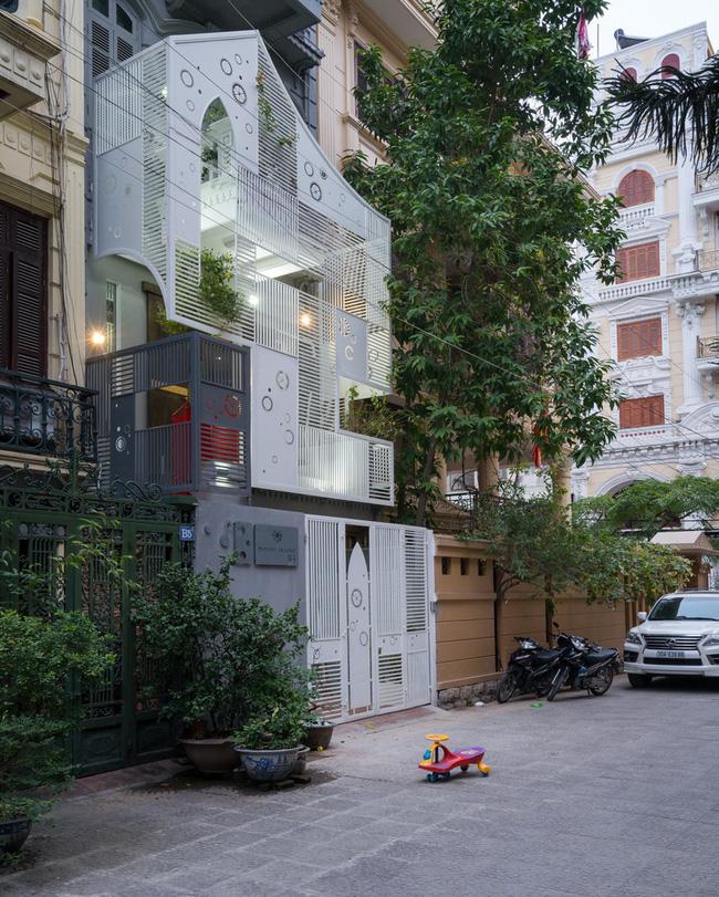 Ngôi nhà hình khiên trên phố Linh Lang khiến báo Tây không tiếc lời khen ngợi - Ảnh 1.