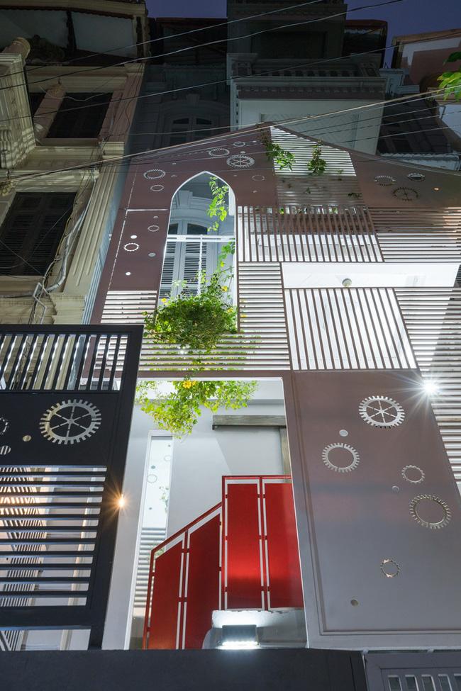 Ngôi nhà hình khiên trên phố Linh Lang khiến báo Tây không tiếc lời khen ngợi - Ảnh 3.
