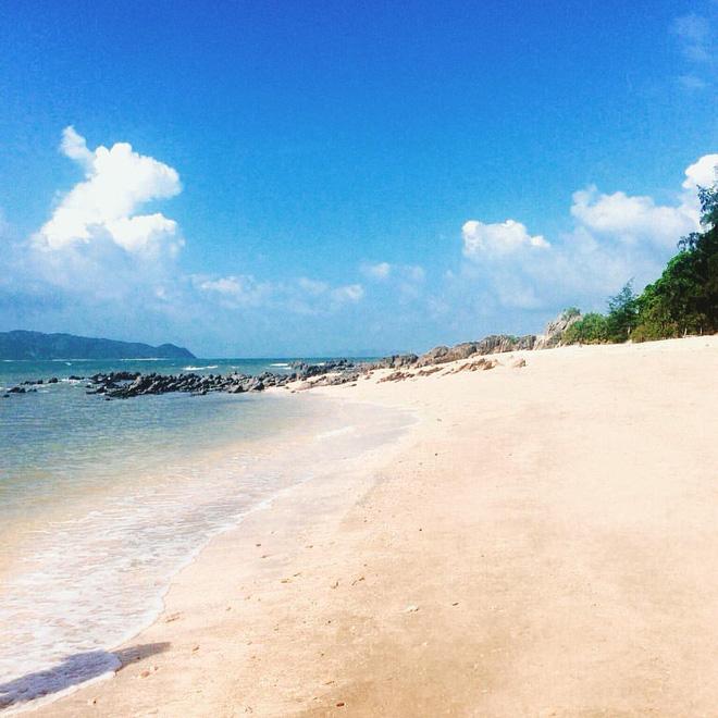 5 bãi biển vừa không cần bon chen đông đúc, vừa thoải mái đi về trong 2 ngày cuối tuần gần Hà Nội - Ảnh 14.