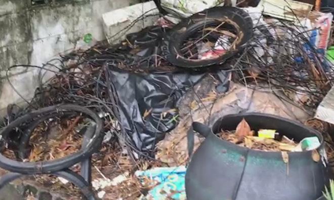 Thái Lan: Phát hiện bé trai sơ sinh vẫn còn nhau thai bị bỏ lại trong thùng rác ven đường - Ảnh 1.