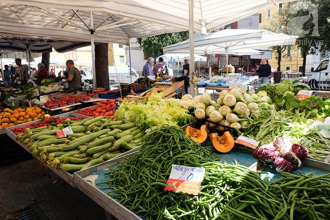 Trải nghiệm của cô gái Việt trên đất Ý: đi chợ nông dân mua rau quả, được khuyến mại niềm vui - Ảnh 10.