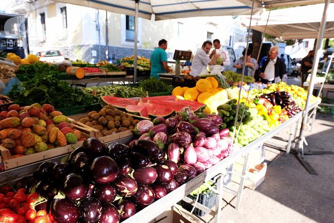 Trải nghiệm của cô gái Việt trên đất Ý: đi chợ nông dân mua rau quả, được khuyến mại niềm vui - Ảnh 3.
