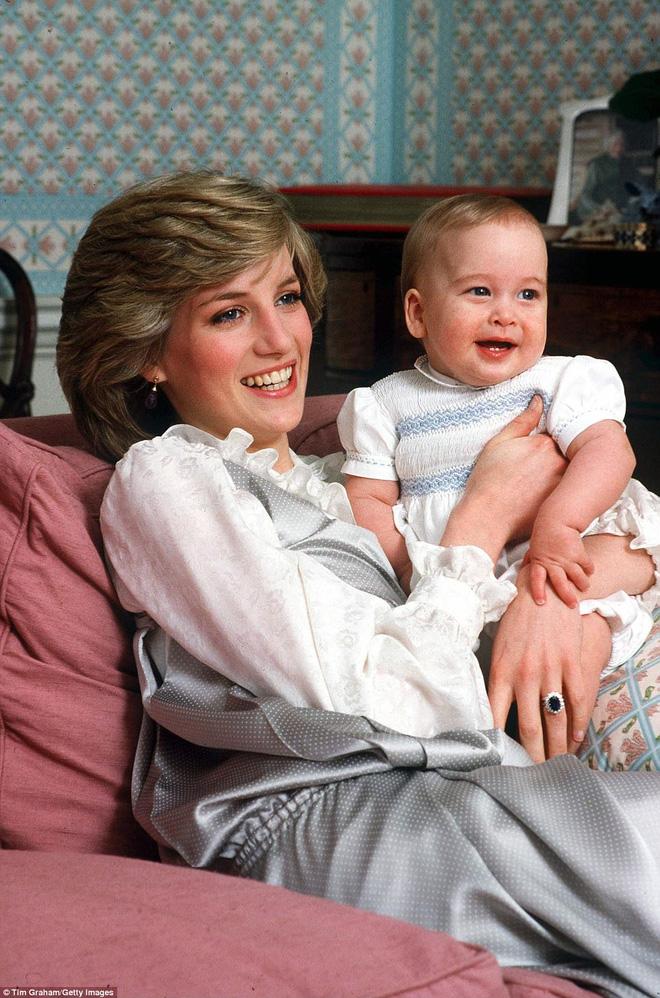 Hoàng tử William trải lòng về nỗi đau và sự tiếc nuối 20 năm sau khi Công nương Diana qua đời - Ảnh 1.