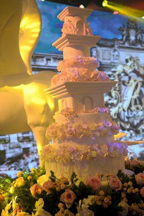 Choáng trước đám cưới xa hoa cả chục tỷ đồng của người đẹp Hoa hậu Hoàn vũ 2015 và đại gia mía đường - Ảnh 15.
