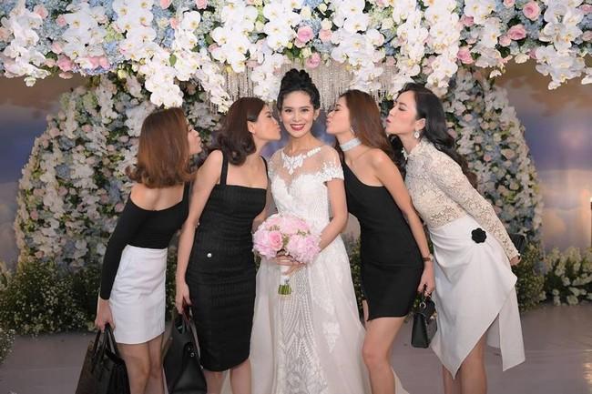 Choáng trước đám cưới xa hoa cả chục tỷ đồng của người đẹp Hoa hậu Hoàn vũ 2015 và đại gia mía đường - Ảnh 17.