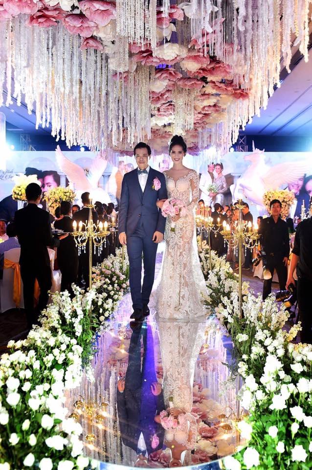Choáng trước đám cưới xa hoa cả chục tỷ đồng của người đẹp Hoa hậu Hoàn vũ 2015 và đại gia mía đường - Ảnh 13.