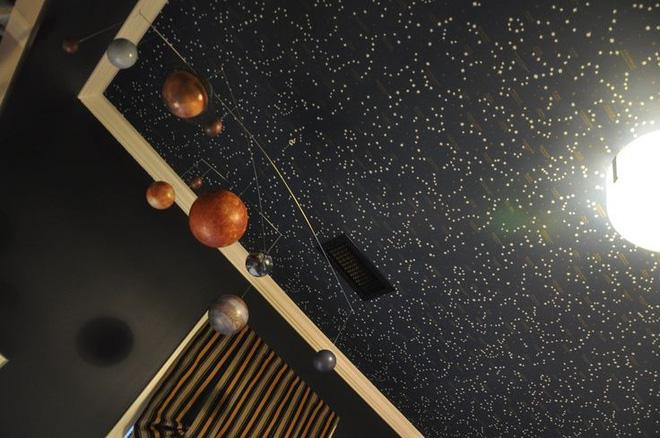 10 ý tưởng dễ như ăn kẹo để mang cả dải ngân hà vào không gian sống - Ảnh 10.