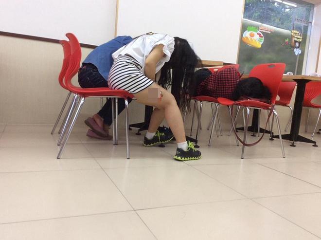 Hình Ảnh Xấu Xí Của Các Bạn Trẻ Việt Trong Cửa Hàng Tiện Lợi - Ảnh
