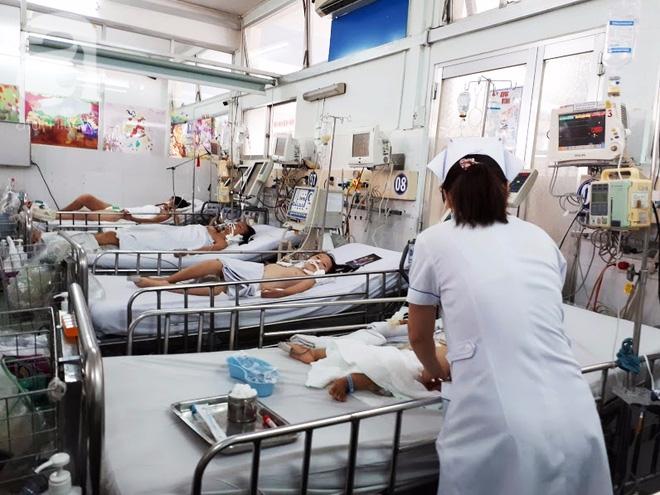 Không tiêm vaccine viêm não Nhật Bản cho trẻ, nhiều cha mẹ bất lực nhìn con bị đe dọa tính mạng - Ảnh 2.