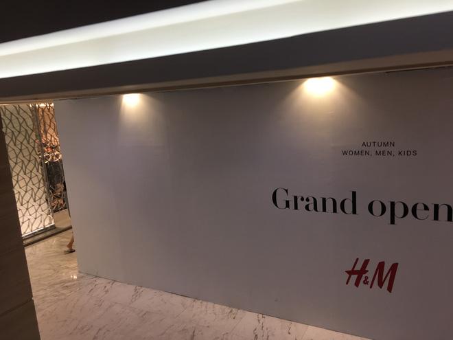Store H&M mở ngay cạnh Zara, 7/7 tới giới thiệu BST đầu tiên tại Việt Nam! - Ảnh 2.