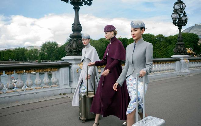 Đặt hẳn thiết kế Haute Couture làm đồng phục cho tiếp viên, Hainan Airlines chắc chắn là hãng hàng không chơi lớn nhất - Ảnh 2.