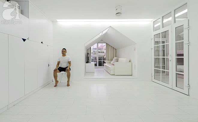 Căn hộ 65m² trắng tinh khôi ở Hà Nội do chính chàng KTS 8x thiết kế cho gia đình mình - Ảnh 1.