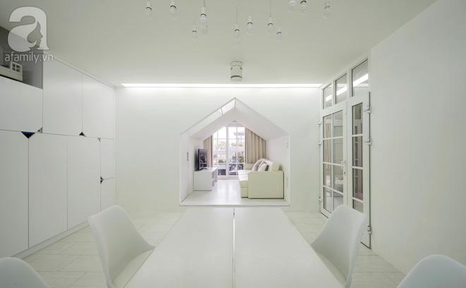 Căn hộ 65m² trắng tinh khôi ở Hà Nội do chính chàng KTS 8x thiết kế cho gia đình mình - Ảnh 6.