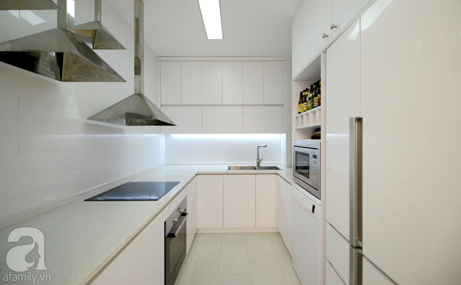 Căn hộ 65m² trắng tinh khôi ở Hà Nội do chính chàng KTS 8x thiết kế cho gia đình mình - Ảnh 15.
