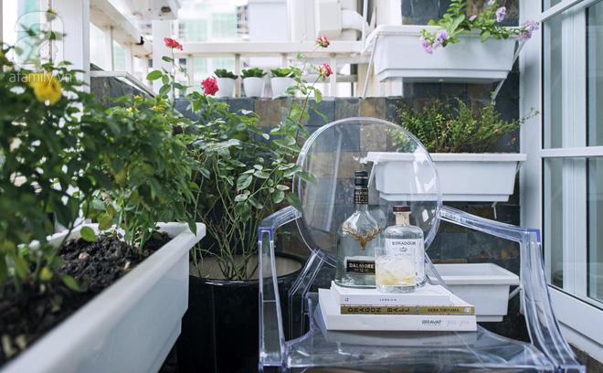 Căn hộ 65m² trắng tinh khôi ở Hà Nội do chính chàng KTS 8x thiết kế cho gia đình mình - Ảnh 9.