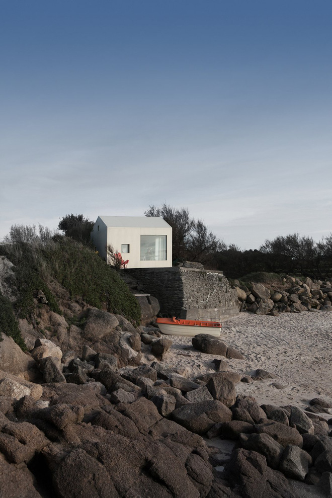 Căn nhà ven biển của chàng trai độc thân chỉ 12m² nhưng đã nhìn là mê tít bởi quá đẹp và tiện nghi - Ảnh 1.