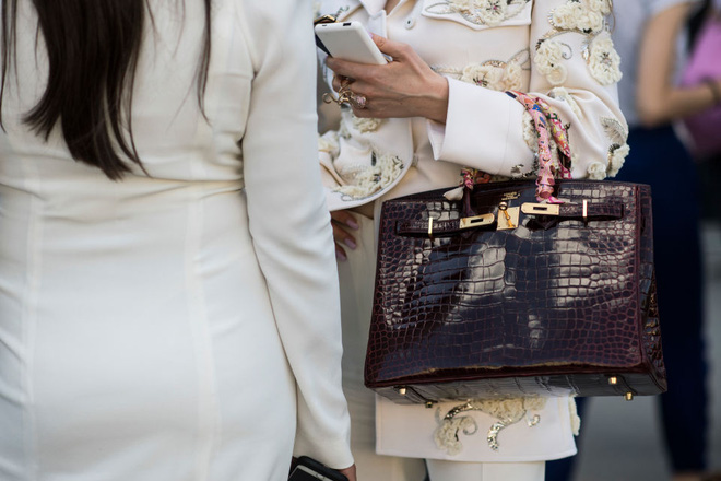 Lần đầu tiên túi Hermes Birkin và Kelly được bán giảm giá, mà lại còn giảm hẳn 0.03 USD! - Ảnh 1.