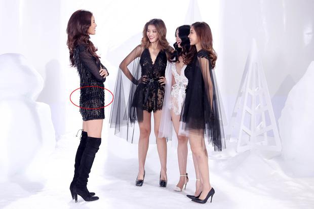 Bộ đồ sexy vừa làm lộ hàng vừa khiến vòng 3 của Minh Tú phẳng lì trên sóng truyền hình - Ảnh 2.