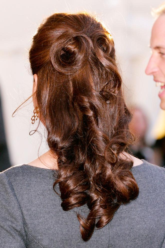 Ngoài gu thời trang thanh lịch, công nương Kate còn khéo chọn kiểu tóc kết hợp cùng - Ảnh 7.