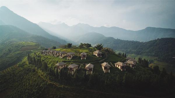 2 resort có bể bơi vô cực đẹp ngất ngây, cách Hà Nội chỉ 1 đêm đi tàu - Ảnh 1.