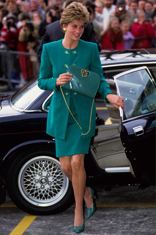 Công nương Diana: fashion icon hoàng gia duy nhất sở hữu đến 2 mẫu túi đình đám được đặt theo tên mình - Ảnh 1.