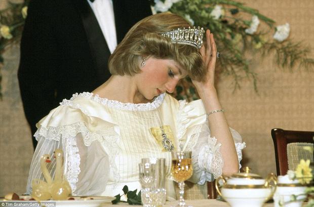 Những khoảnh khắc ngọt ngào trước giông bão hôn nhân của Công nương Diana khiến ta tin bà đã từng hạnh phúc - Ảnh 4.