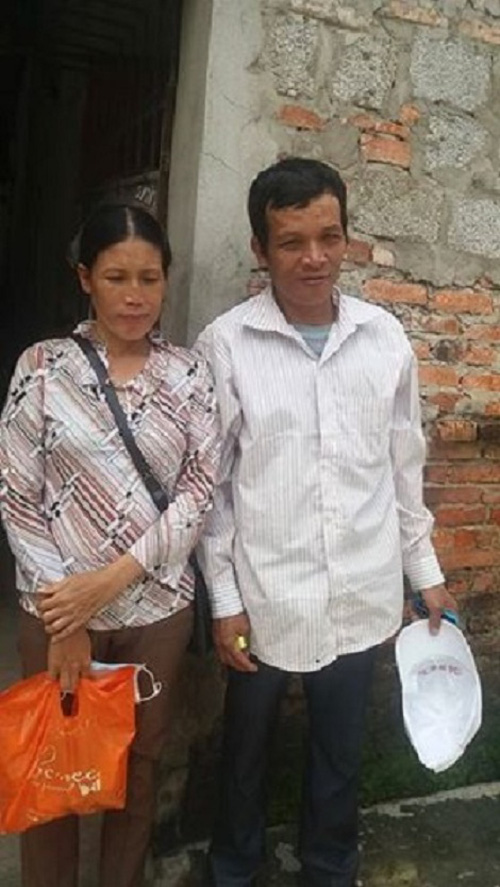 Thương cảm đôi vợ chồng đi bộ khắp TP.Thanh Hoá tìm con gái mất tích - Ảnh 2.