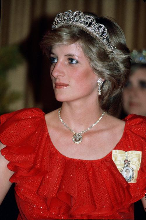 Không phải đen hay nâu, công nương Diana chỉ trung thành với kẻ mắt xanh dương - Ảnh 2.