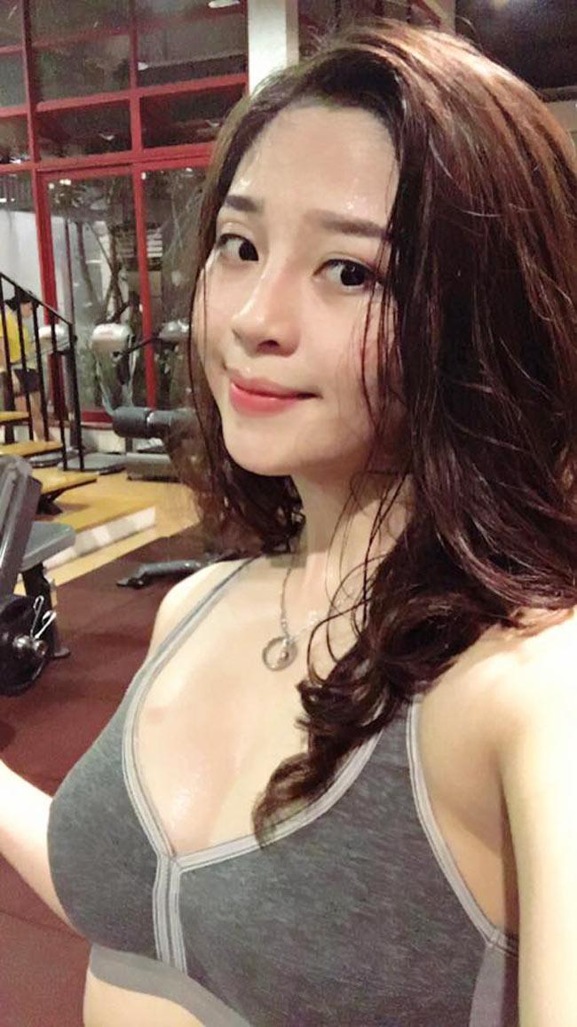 Trần Thị Hậu (18 tuổi, biệt danh Bông Trần, quê Quảng Ninh) được mệnh danh là 'hot girl phòng gym'.