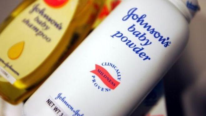 Johnson & Johnson bồi thường 417 triệu USD vì phấn rôm gây ung thư - Ảnh 1.