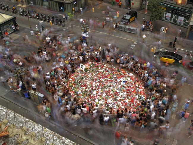 Giây phút lìa đời đầy ám ảnh của cậu bé mất tích trong vụ khủng bố Barcelona - Ảnh 5.