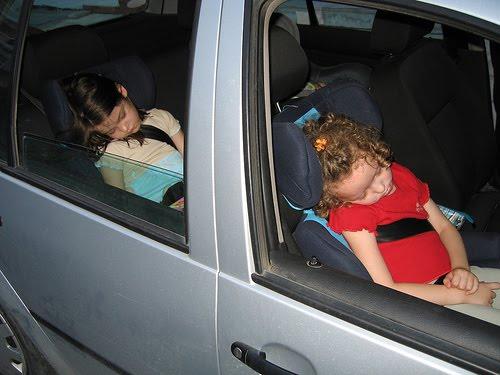 Bé gái 6 tuổi gặp tai nạn, suýt bị cắt đứt đôi người vì một thói lười nguy hiểm của bố mẹ - Ảnh 1.