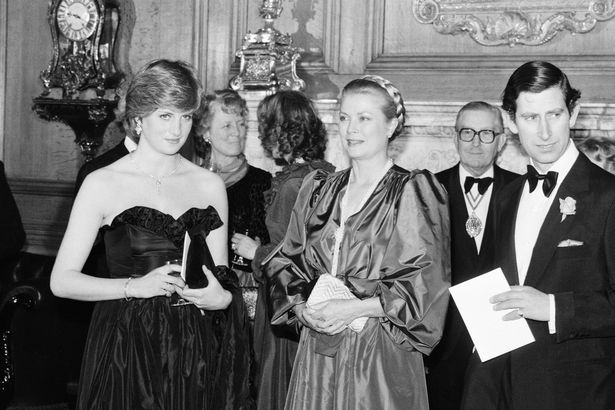 Những khoảnh khắc tố cáo sự suy sụp và tương lai bất hạnh của Công nương Diana lần đầu được tiết lộ - Ảnh 2.