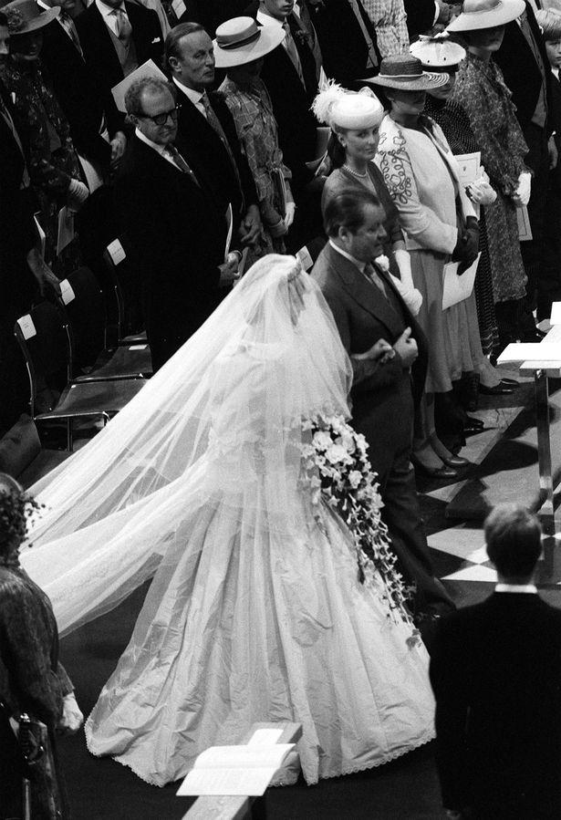 Những khoảnh khắc tố cáo sự suy sụp và tương lai bất hạnh của Công nương Diana lần đầu được tiết lộ - Ảnh 3.