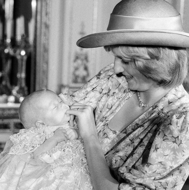 Những khoảnh khắc tố cáo sự suy sụp và tương lai bất hạnh của Công nương Diana lần đầu được tiết lộ - Ảnh 6.