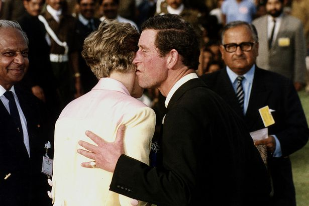 Những khoảnh khắc tố cáo sự suy sụp và tương lai bất hạnh của Công nương Diana lần đầu được tiết lộ - Ảnh 14.