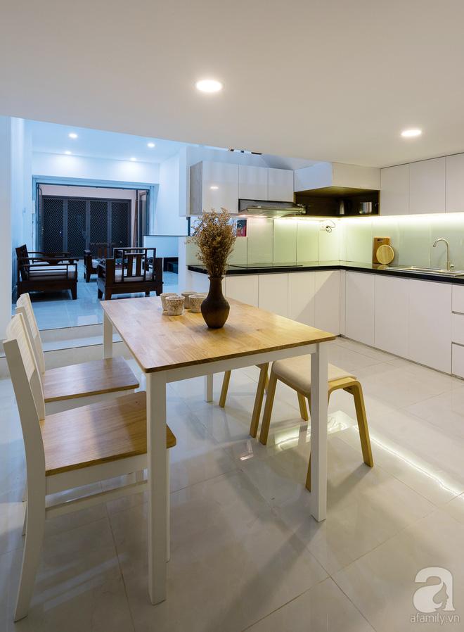 Ngôi nhà 40m² từ xuống cấp trầm trọng thành nơi nằm nghe nắng mưa lý tưởng của gia đình trẻ ở Sài Gòn - Ảnh 8.