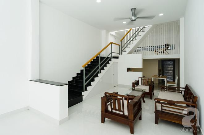 Ngôi nhà 40m² từ xuống cấp trầm trọng thành nơi nằm nghe nắng mưa lý tưởng của gia đình trẻ ở Sài Gòn - Ảnh 7.