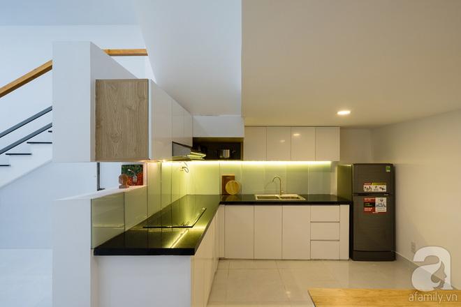 Ngôi nhà 40m² từ xuống cấp trầm trọng thành nơi nằm nghe nắng mưa lý tưởng của gia đình trẻ ở Sài Gòn - Ảnh 9.