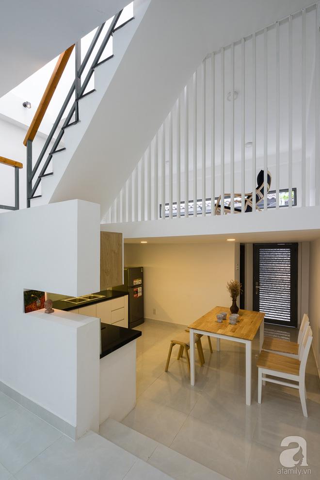 Ngôi nhà 40m² từ xuống cấp trầm trọng thành nơi nằm nghe nắng mưa lý tưởng của gia đình trẻ ở Sài Gòn - Ảnh 10.