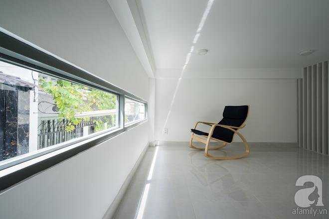 Ngôi nhà 40m² từ xuống cấp trầm trọng thành nơi nằm nghe nắng mưa lý tưởng của gia đình trẻ ở Sài Gòn - Ảnh 11.