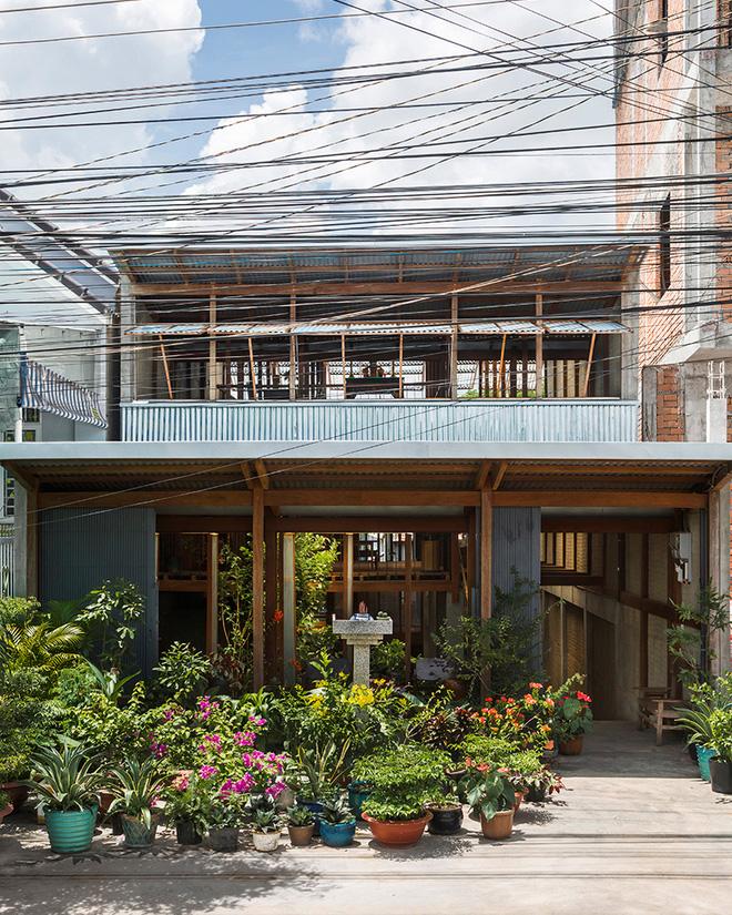 Dùng tấm tôn làm vật liệu chính, ngôi nhà ở Châu Đốc này vẫn khiến báo Tây ngạc nhiên vì quá đẹp - Ảnh 1.
