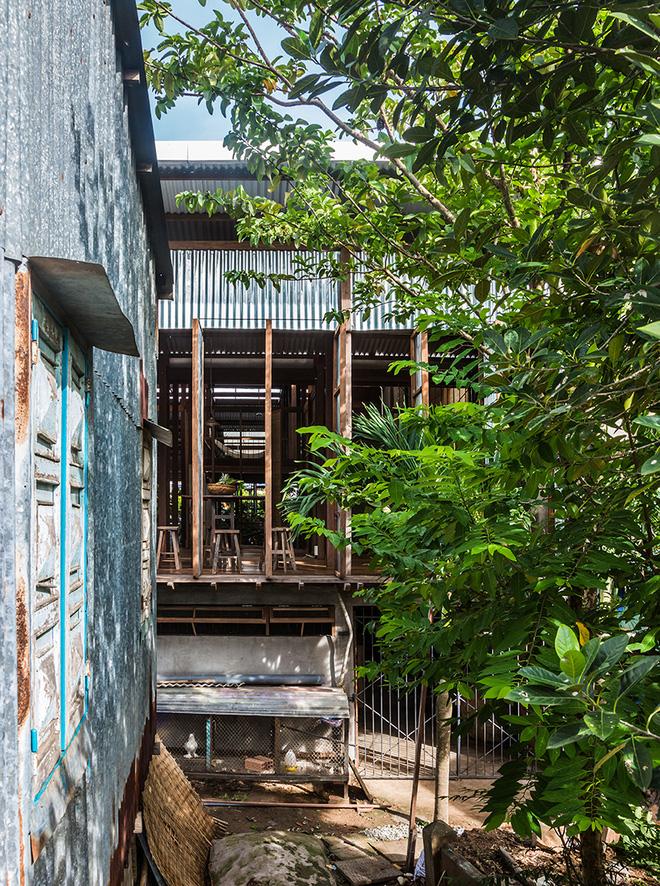 Dùng tấm tôn làm vật liệu chính, ngôi nhà ở Châu Đốc này vẫn khiến báo Tây ngạc nhiên vì quá đẹp - Ảnh 3.