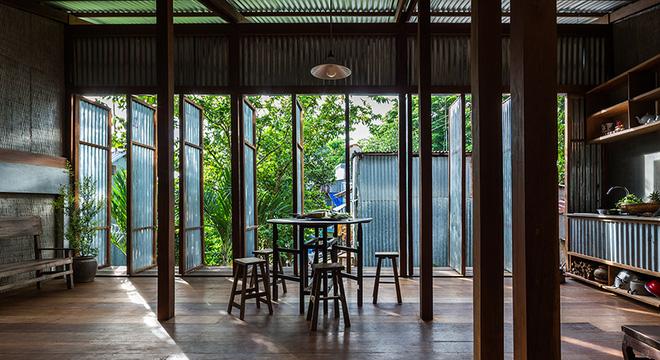 Dùng tấm tôn làm vật liệu chính, ngôi nhà ở Châu Đốc này vẫn khiến báo Tây ngạc nhiên vì quá đẹp - Ảnh 9.