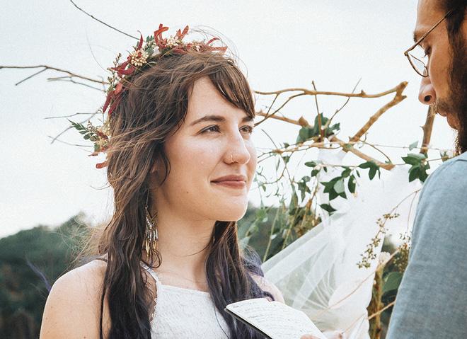 Đám cưới bí mật đẹp như mơ có 1-0-2 của cặp đôi Tây bỏ trốn trên đảo Cát Bà - Ảnh 3.
